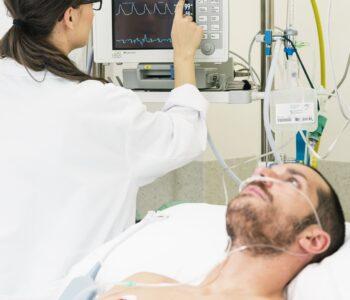 medical-doctor-making-ecg-test-in-hospital-RPBG4EG (1) (1)
